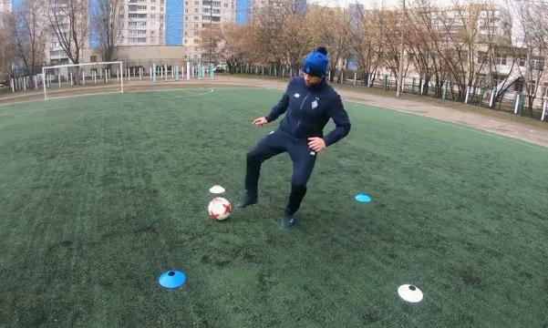 Футбольні тренування з м'ячем вдома. Приклади від коуча