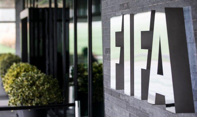 Официально: ФИФА разрешит продлевать истекающие контракты игроков и перенести трансферное окно