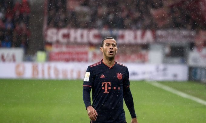 Бавария продлит контракт с полузащитником