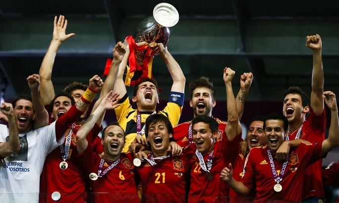 Барселона Гвардиолы, Ман Юнайтед Фергюсона или великолепная Испания: какая команда лучше?