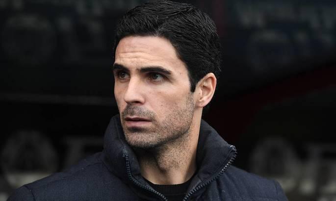 Главный тренер Арсенала следит за тренировками игроков при помощи GPS