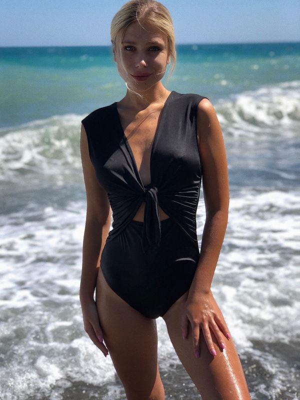 Денис Попов против фото его девушки в купальниках и она удалила их. Но интернет все запомнил. ФОТО - изображение 2