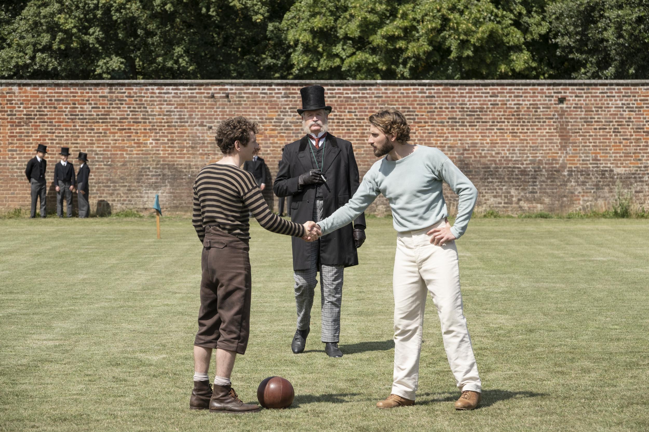 Создатель Аббатства Даунтон снял для Netflix сериал о футболе. Стоит ли смотреть? - изображение 1