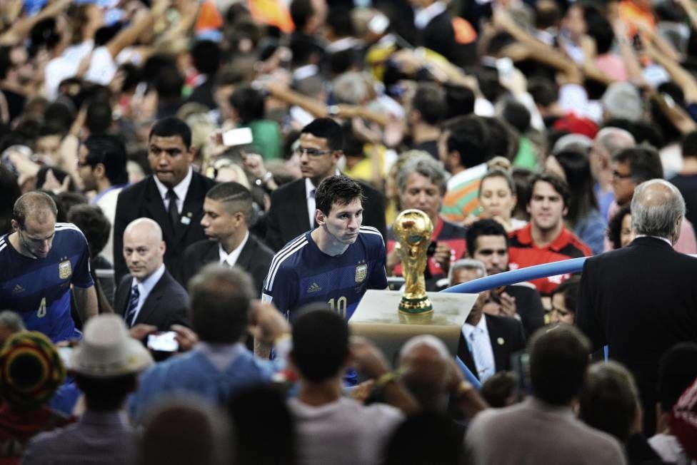 П'ятнадцять років тому Лео Мессі забив перший гол за основну команду Барселони. Розпочалася ера генія - изображение 2