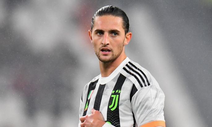 Манчестер Юнайтед ведет переговоры с агентом полузащитника Ювентуса