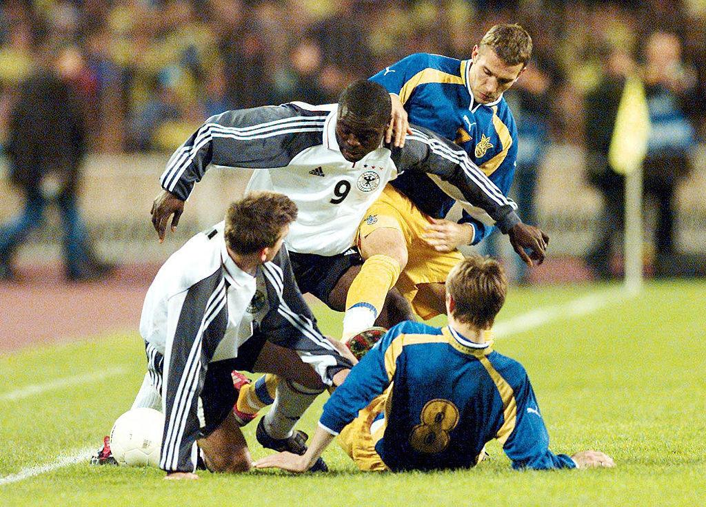 В 2001 году Украина с Шевченко и Ребровым не пробилась на ЧМ через стыки. Это был третий и не последний провал в плей-офф - изображение 1