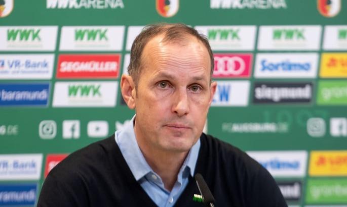 Тренер Аугсбурга нарушил карантин и пропустит матч с Вольфсбургом. Он сходил в супермаркет за зубной пастой