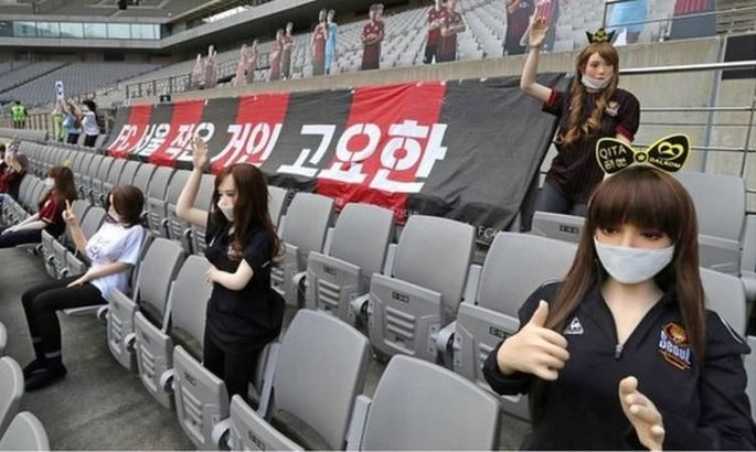 Корейский клуб был оштрафован на солидную сумму за секс-кукол на стадионе. ФОТО