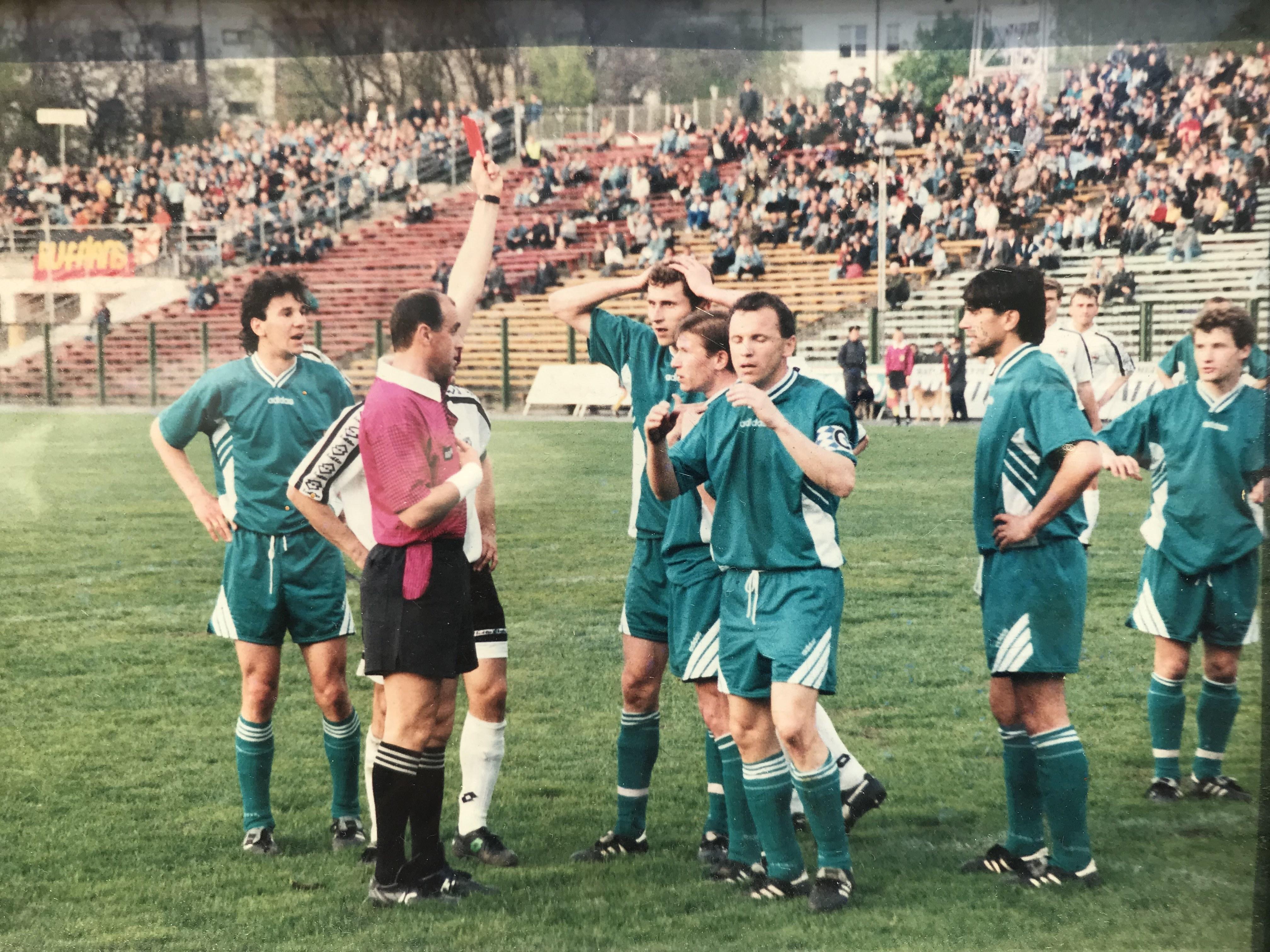 В 1999 впервые в истории Высшей лиги состоялся стыковой матч. Его придумали из-за развала Торпедо - изображение 3