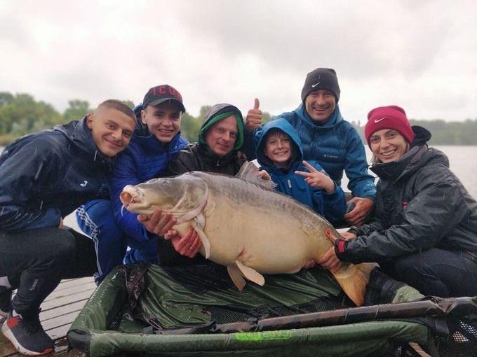 Звезды киевского Динамо в компании Виктора Вацко отправились на рыбалку и показали улов. ФОТО - изображение 1