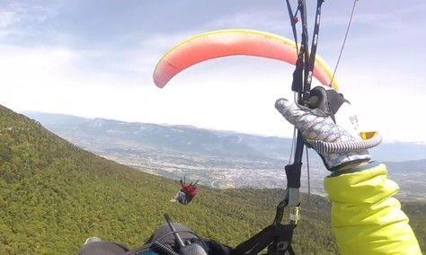Во Франции на высоте 1500 метров столкнулись двое парапланеристов. ВИДЕО