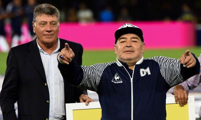 Дієго Марадона продовжив контракт з аргентинським клубом