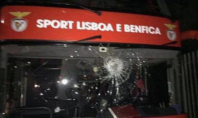 Автобус Бенфики был забросан камнями после ничьи – двух игроков с травмами госпитализировали