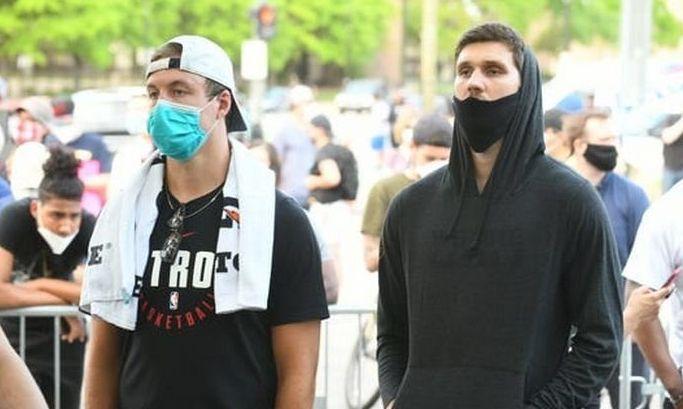 Михайлюк сходил на мирную демонстрацию в Детройте