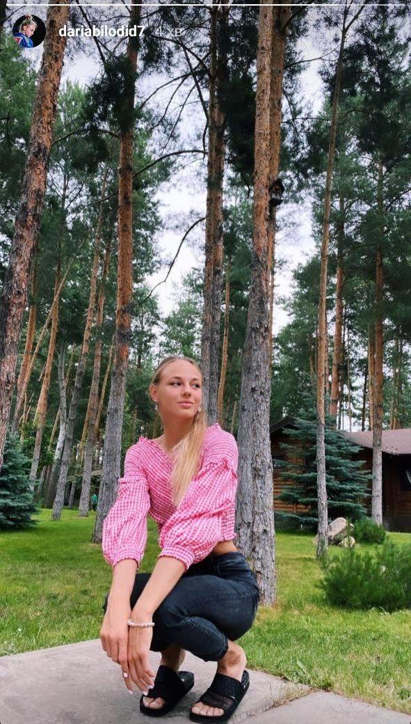 Дарья Билодид отдыхает в выходной день на свежем воздухе. Фото - изображение 1