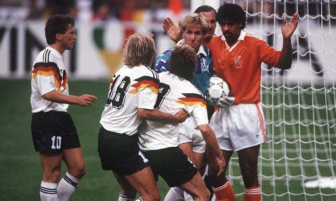 30 лет назад состоялся громкий скандал - Райкард дважды плюнул в Феллера на Чемпионате Мира