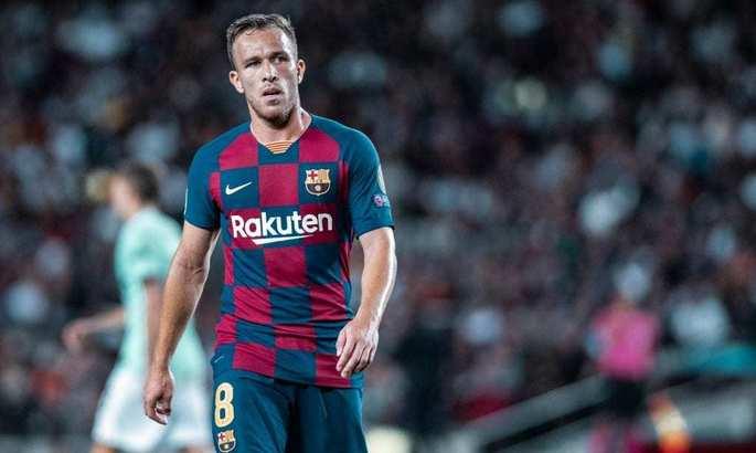 Артур попал в заявку Барселоны на игру с Сельтой. Сейчас его связывают с переездом в Италию