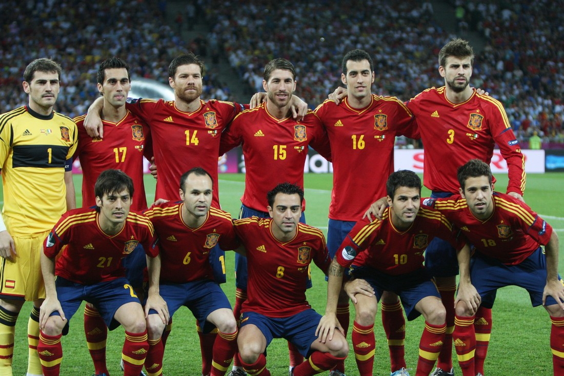 Последний турнир имени тики-таки: ровно 8 лет назад Испания обыграла Италию в финале ЕВРО-2012 - фото 2