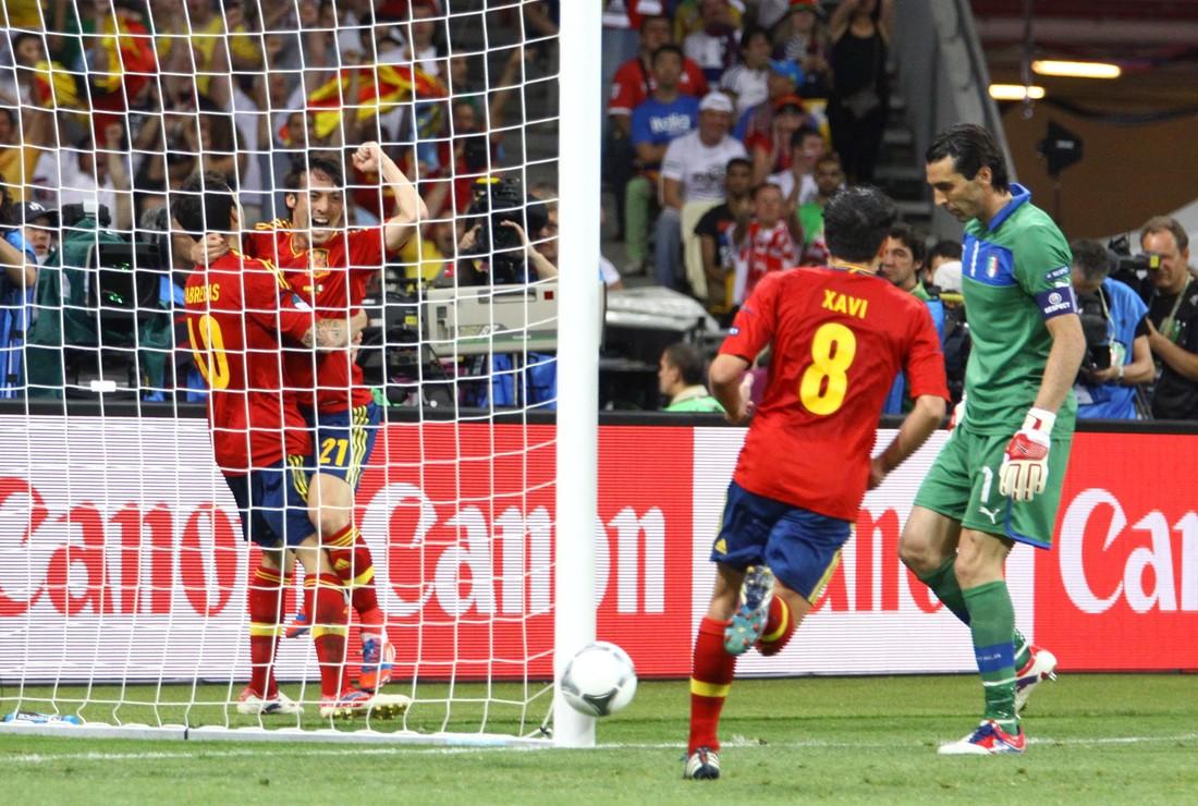 Последний турнир имени тики-таки: ровно 8 лет назад Испания обыграла Италию в финале ЕВРО-2012 - фото 3