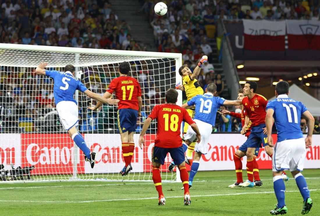 Последний турнир имени тики-таки: ровно 8 лет назад Испания обыграла Италию в финале ЕВРО-2012 - фото 4