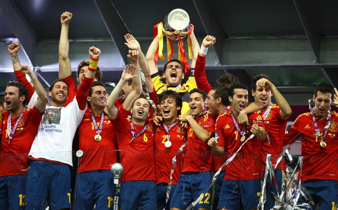 Последний турнир имени тики-таки: ровно 8 лет назад Испания обыграла Италию в финале ЕВРО-2012 - фото 5