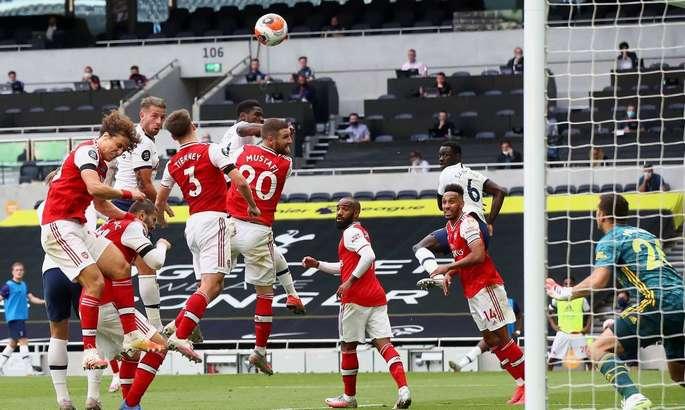 Тоттенхэм - Арсенал 2:1. Шпоры остаются в деле