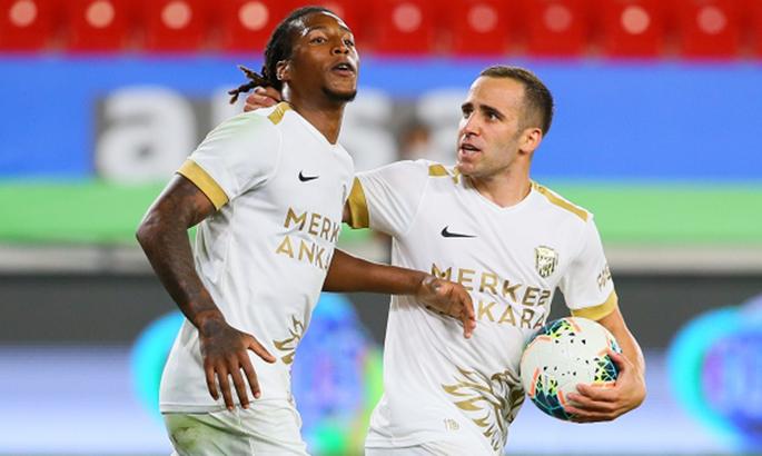 Игрок Динамо устроил драку с капитаном своей турецкой команды