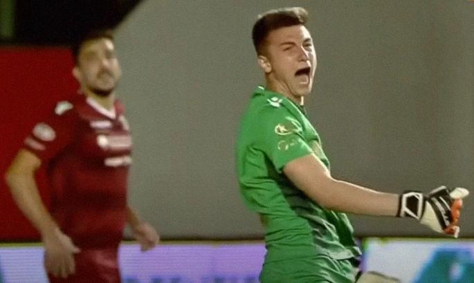 Румунська драма: воротар двічі відбив пенальті з порушенням та був видалений через свою істерику