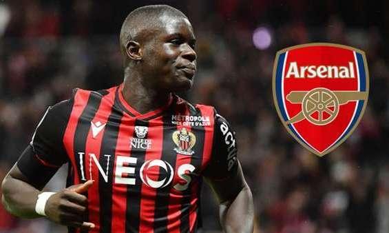 Арсенал ведет переговоры с 21-летним французским защитником
