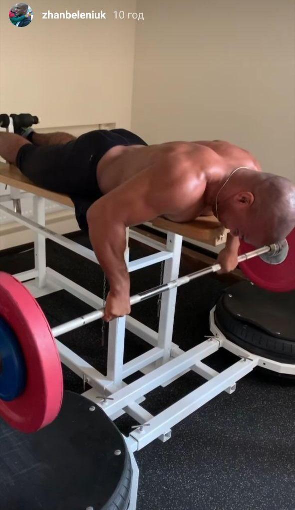 Силовая от чемпиона: Жан Беленюк качает массу в спортивном зале. Фото - изображение 2