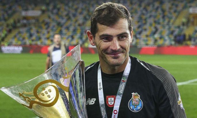 Ни одного матча в сезоне: Касильяс получил медаль чемпиона Португалии