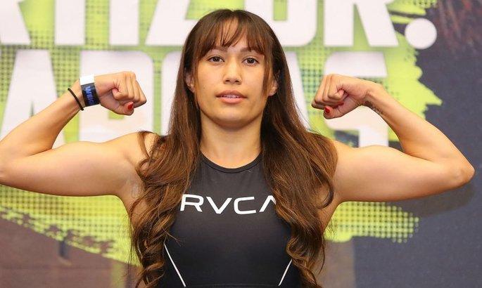 Семь секунд! ВИДЕО самого быстрого нокаута в женском боксе