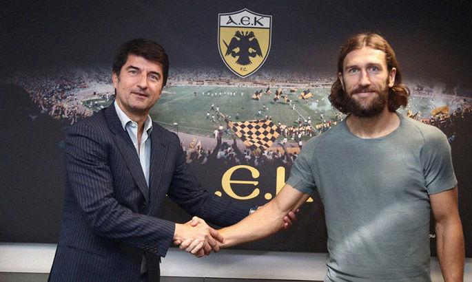 Официально: Чигринский подписал новый контракт с АЕКом