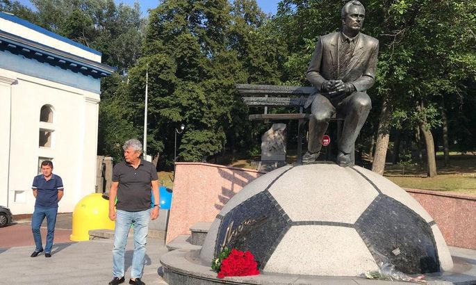 Луческу возложил цветы к памятнику Лобановскому - ВИДЕО