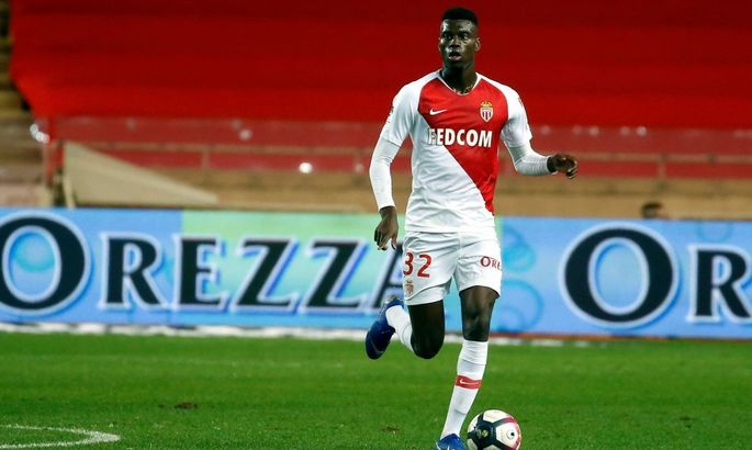 Ман Юнайтед включился в борьбу за 19-летнего защитника Монако