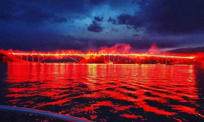 Огненный мост: фанаты Риеки зажгли 222 фаера в память про погибших за независимость Хорватии