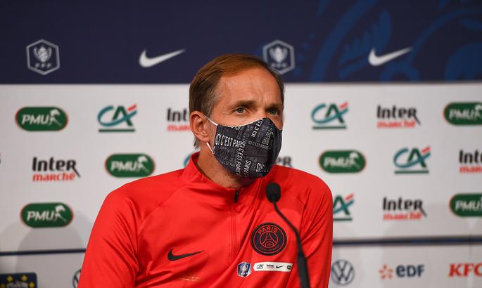 Злой рок: Главный тренер ПСЖ сломал ногу накануне матча Лиги Чемпионов