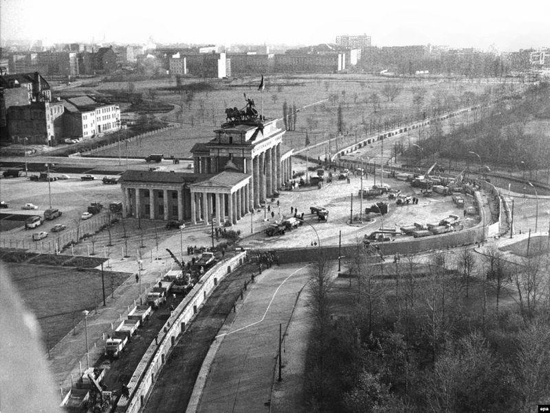 Они перехитрили Штази: как пара футболистов из ГДР прорвала Железный занавес - изображение 1