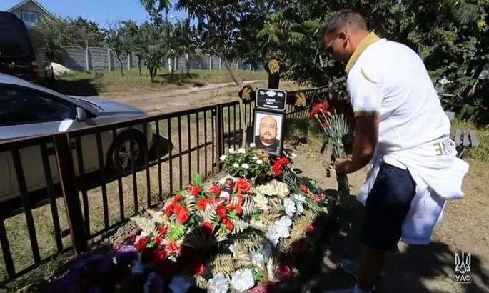 Шевченко и Шовковский посетили могилу врача сборной Украины
