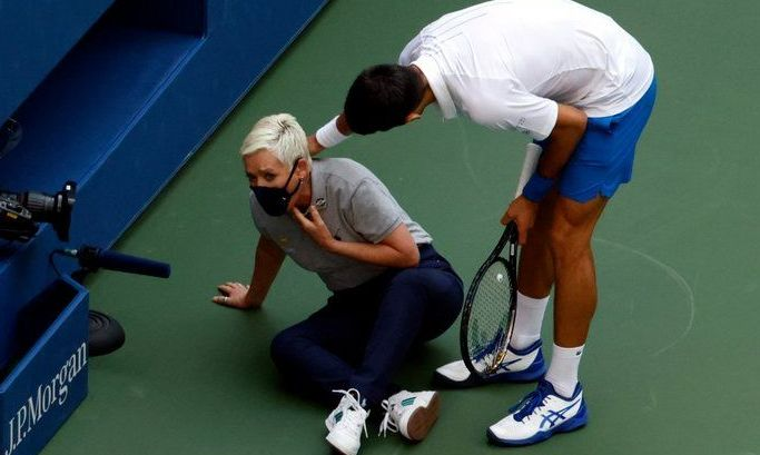 Джоковича дисквалифицировали с US Open – он попал мячом в линейного судью