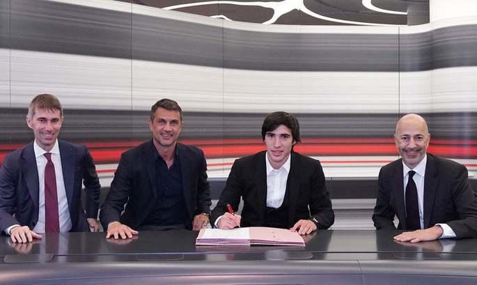 Официально: Сандро Тонали - игрок Милана