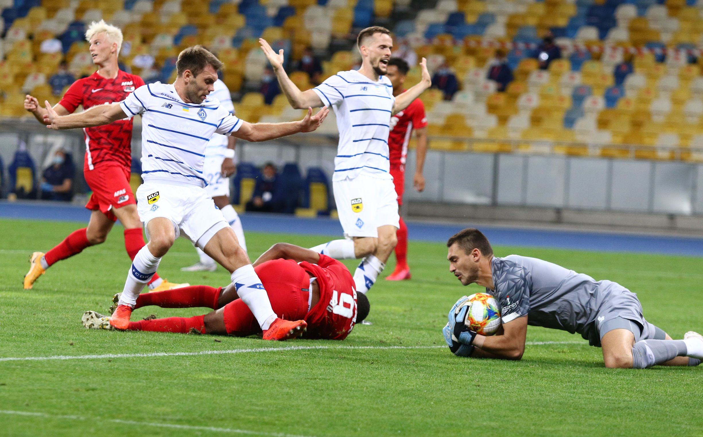 Динамо - АЗ 2:0. Після тайму страждань приходить щастя - фото 3