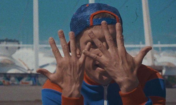 Український футболіст випустив ефектний кліп на власну пісню з Олімпійським на фоні. ВІДЕО