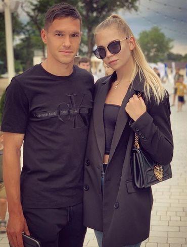 Молодий захисник Динамо освідчився своїй чарівній дівчині. ФОТО