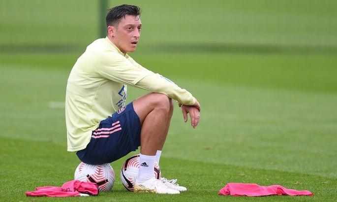 Озил попрощался с игроками Арсенала. Месут пройдет медосмотр в Фенербахче