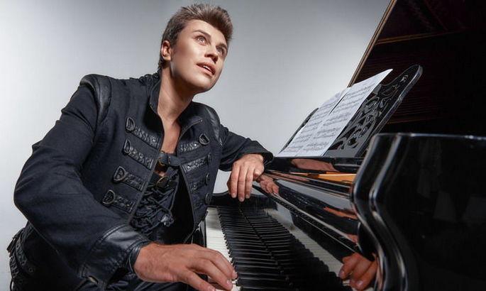 Гимн Украины перед матчем с Испанией на НСК Олимпийский исполнит известный пианист