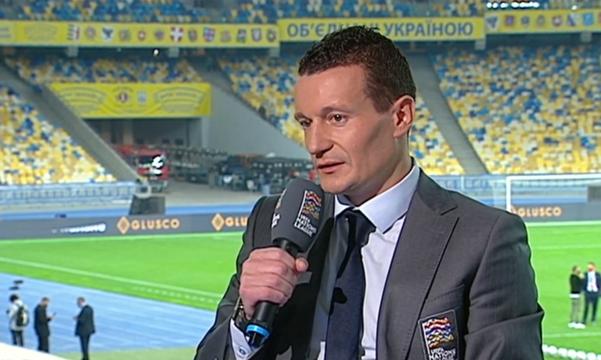 Федецкий отметил треугольник в центре поля и двух игроков сборной Украины