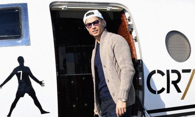 Вдруг что-то пойдет не так? Роналду вернулся в Италию с помощью специального самолета