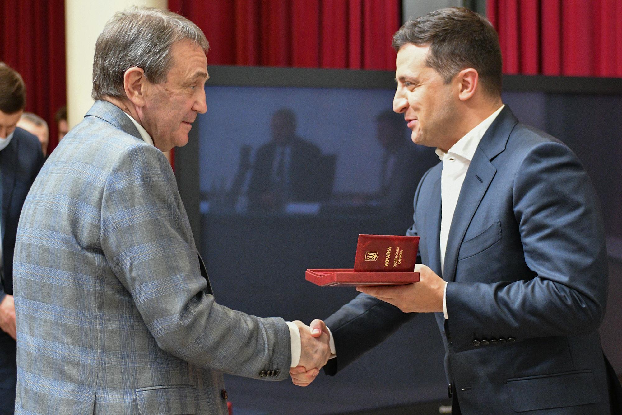 Владимир Зеленский вручил государственные награды ветеранам Динамо - изображение 6