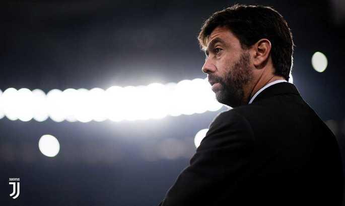 Клубам в Лиге чемпионов запретят трансферы между собой